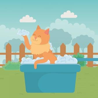Gato de dibujos animados tomando ducha.