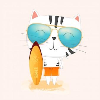 Gato lindo que lleva las gafas de sol que sostienen una tabla hawaiana.