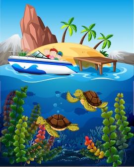 Gente en bote y tortugas bajo el mar.