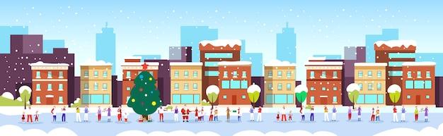 Gente celebrando feliz navidad feliz año nuevo vacaciones de invierno