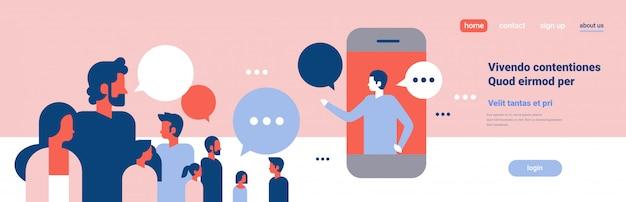 Gente chat burbujas móvil aplicación comunicación discurso diálogo hombre mujer personaje fondo retrato copia espacio bandera plano
