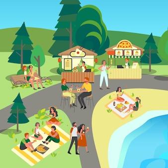 Gente comiendo comida callejera y rápida en el parque. barra de pizza y fideos de arroz. gente comiendo bocadillos al aire libre, picnic en el parque.