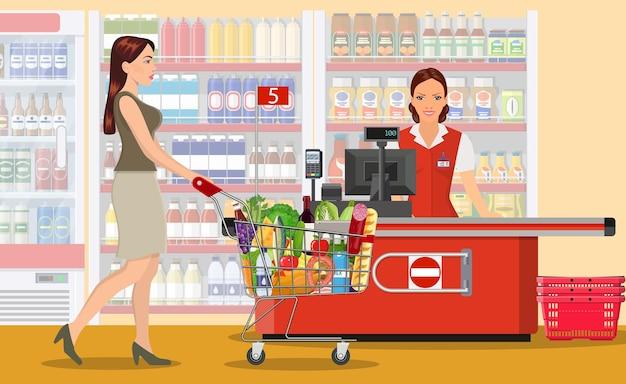 Gente de compras en el supermercado.