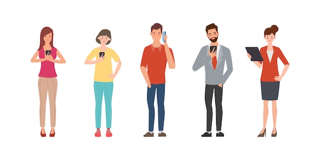 Gente de comunicación de redes sociales con gadget.