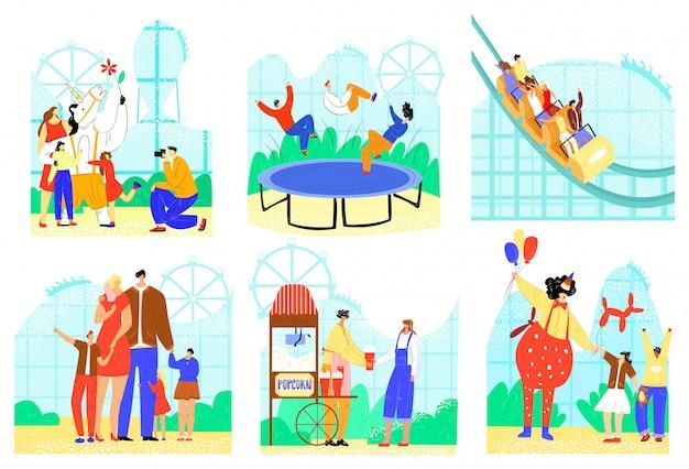 La gente en el conjunto de ilustraciones del parque de entretenimiento, el personaje familiar activo de dibujos animados se divierten, los iconos de las atracciones del parque en blanco