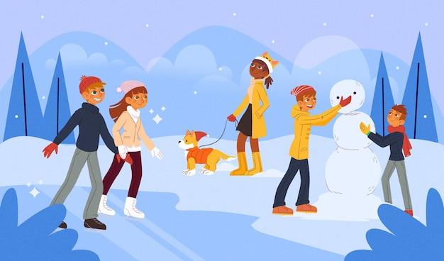 Gente construyendo un muñeco de nieve al aire libre.
