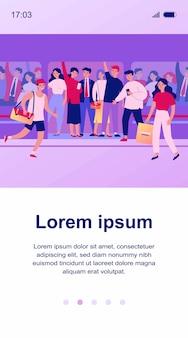 Gente corriendo hacia la ilustración de tren abarrotado. personajes de dibujos animados apretando en metro. transporte público, superpoblación y concepto de viaje.
