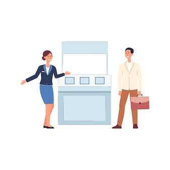 Gente de dibujos animados de pie junto al stand de expo - mujer en uniforme saludando al cliente por mostrador de exposición, puesto de publicidad de productos - ilustración.