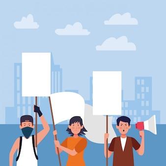Gente de dibujos animados protestando con carteles en blanco y megáfono sobre edificios urbanos de la ciudad