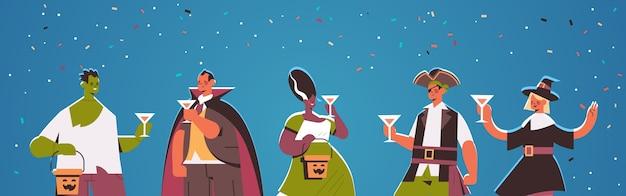 Gente en diferentes disfraces celebrando el concepto de fiesta de halloween feliz mezcla raza hombres mujeres divirtiéndose tarjeta de felicitación retrato horizontal ilustración vectorial