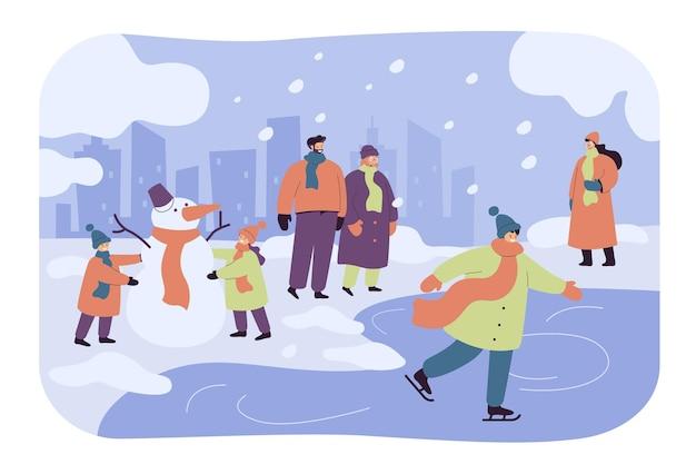 Gente feliz caminando y divirtiéndose en el parque de invierno aislado ilustración plana. niños de dibujos animados haciendo muñeco de nieve, chico patinando