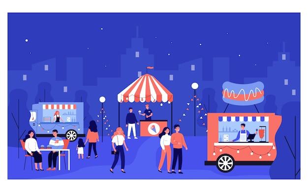 Gente feliz caminando en el mercado nocturno