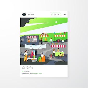 Gente feliz en la ilustración de vector plano de mercado de pulgas de temporada callejera. multitud de dibujos animados caminando en el parque durante la feria de verano. comunidad de venta y concepto de mercado