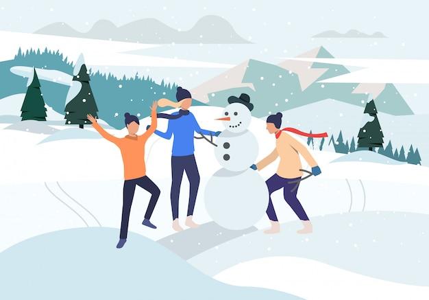 Gente haciendo muñeco de nieve al aire libre
