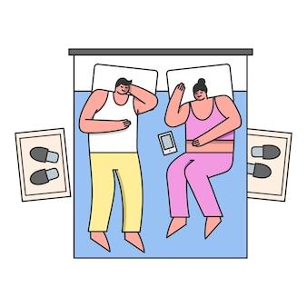 La gente a la hora de acostarse pareja casada duerme en una cómoda cama doble