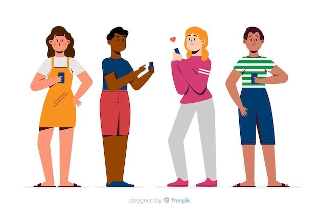Gente joven sujetando sus teléfonos móviles