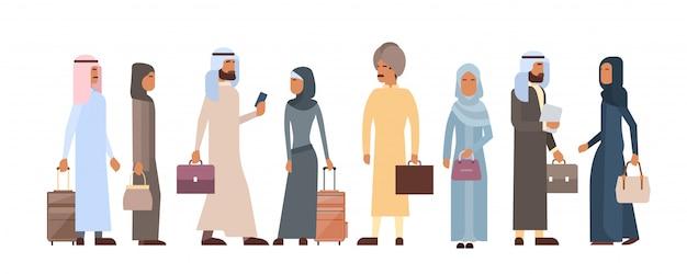 Gente musulmana multitud hombre y mujer de negocios ropa tradicional caracteres árabes