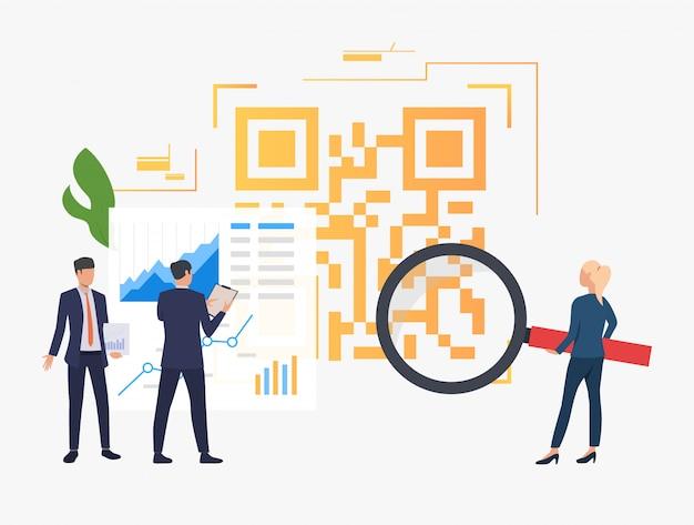 Gente de negocios analizando datos financieros y código qr grande.