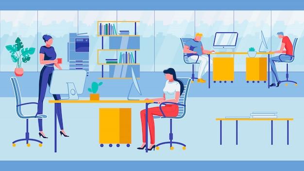Gente de negocios en el entorno amigable de oficina.