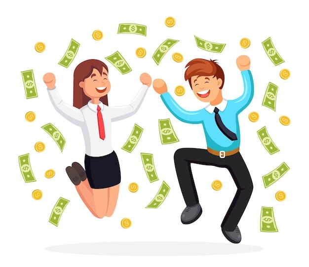 Gente de negocios feliz saltando de alegría bajo el dinero que cae.