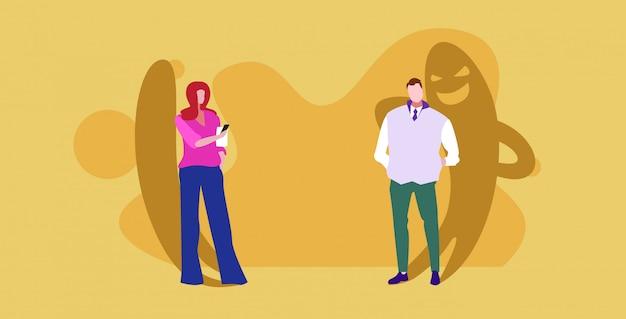 La gente de negocios pareja discutiendo durante la reunión de negocios con monstruo sombra falta de sinceridad en el negocio hipócrita acuerdo concepto boceto horizontal de longitud completa