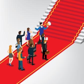 Gente de negocios de pie delante de la escalera de ganar