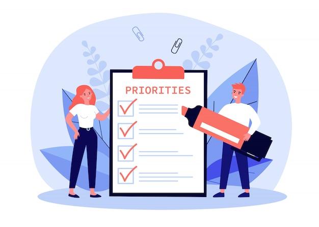 Gente de negocios que completa la lista de prioridades