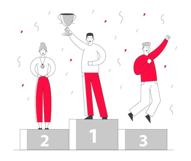 Gente de negocios sonriente pararse en el pedestal de ganadores con copa de oro, medallas y confeti.