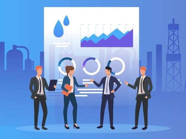 Gente de negocios trabajando y discutiendo temas, diagramas.