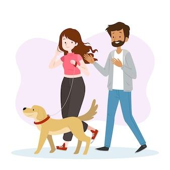 Gente paseando al perro juntos
