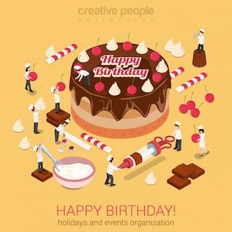 La gente pequeña hace la torta con la ilustración de vector isométrica de feliz cumpleaños de inscripción. organización de eventos de vacaciones o concepto de negocio de repostería.