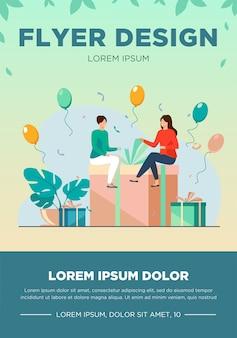 Gente pequeña sentada en caja de regalo. globo, diversión, fiesta de cumpleaños ilustración vectorial plana. concepto de celebración y vacaciones