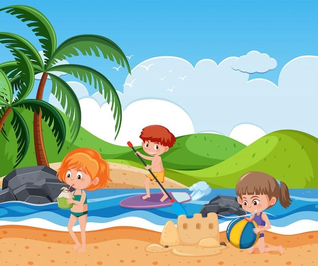 Gente en la playa de verano