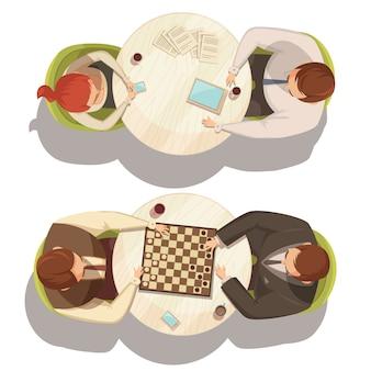 Gente sobre una taza de café en mesas redondas jugando a las damas y hablando ilustración de vector de dibujos animados plana vista desde arriba