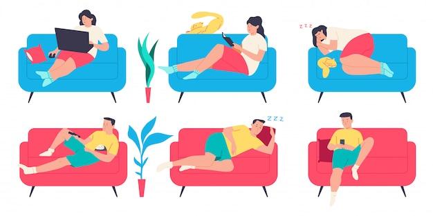 La gente en el sofá. hombre, mujer y gato personaje en diferentes poses en el sofá. conjunto plano de dibujos animados aislado.