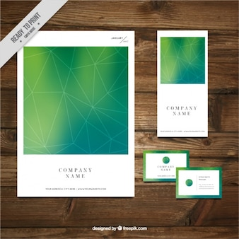 Geométrico folletos de negocio con tarjeta