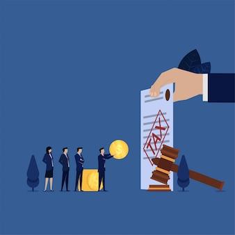 Gerente de negocios pagar las sanciones fiscales obedecen la ley.