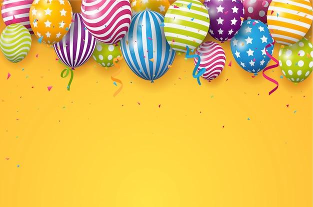 Globo de cumpleaños con confeti de colores sobre fondo naranja