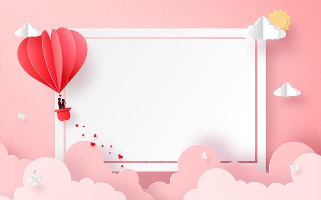 Globo en forma de corazón en el cielo con copyspace
