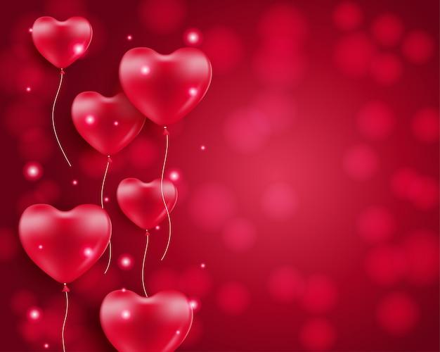 Globos en forma de corazón sobre fondo borroso