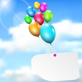 Globos multicolores con tarjeta de papel sobre fondo de cielo con sol y nubes