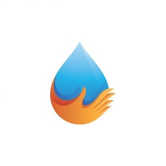 Gota de agua natural y mano