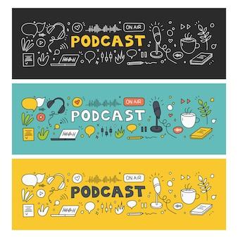 Grabación y escucha de podcasts, radiodifusión, radio en línea, concepto de servicio de transmisión de audio. auriculares, micrófono, computadora portátil, ecualizador, bocadillos. conjunto de vectores dibujados a mano. elementos aislados