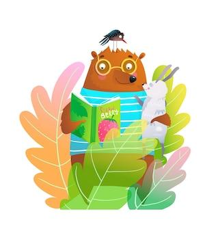 Gracioso oso con gafas leyendo un libro a conejo y pájaro en el bosque de imágenes prediseñadas para niños.