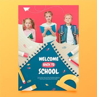 Gradiente de regreso a la plantilla de póster vertical de la escuela con foto