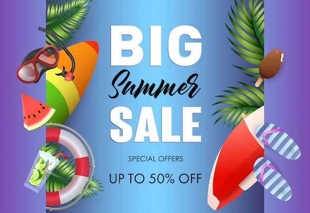 Gran cartel de venta de verano de diseño.