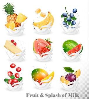 Gran colección de fruta en un chapoteo de leche. piña, mango, plátano, pera, sandía, arándano, guayaba, fresa, tarta de queso, grawberry, frambuesa. set 10.