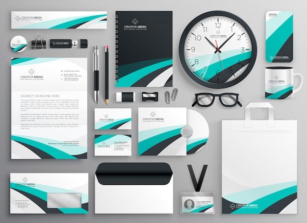 Gran conjunto de artículos de papelería de negocios