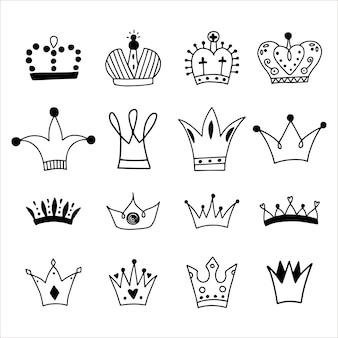 Gran conjunto de coronas dibujadas a mano.