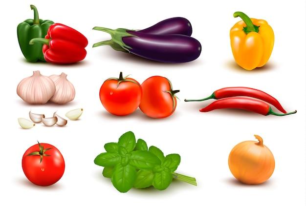 El gran grupo colorido de verduras.